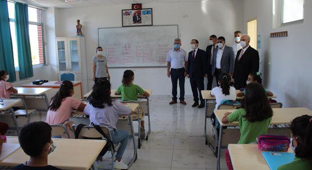 Toprakkale'de yeni eğitim-öğretim yılı başladı